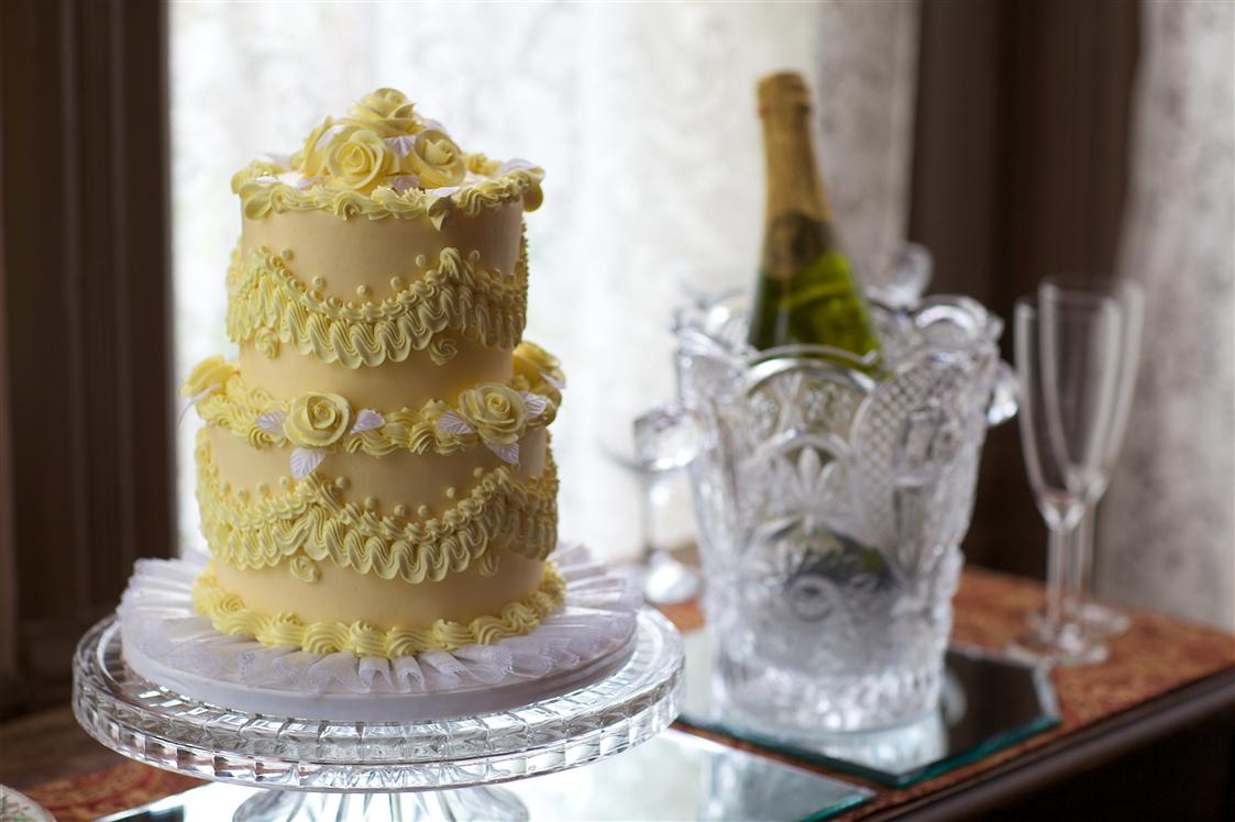 Wedding Cake and Champgne